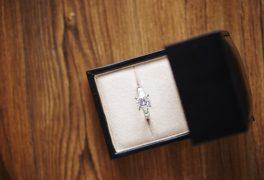 婚約指輪を買わない新婚カップルもいるの?買わない理由とは?
