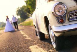 【カーウェディングとは?? 】車がテーマの結婚式!! その世界観や費用を徹底的にご紹介!!