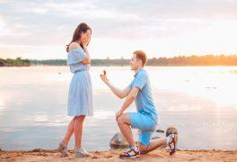 プロポーズするならどんなサプライズが感動する?定番の演出は?