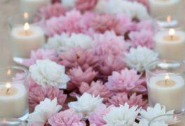 神聖な蓮の花をオリジナルウェディングに。
