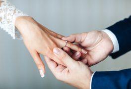 婚約指輪の正しい選び方とは?どういうポイントで選べばいいの?