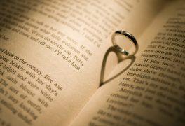 婚約指輪をなんで贈るのか知っている?婚約指輪を贈る理由と意味