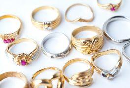 婚約指輪の金額とは?相場はどれくらい?給料の3ヶ月分って本当?